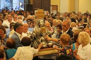 Il busto argenteo portato sull'altare dal Comitato Festeggiamenti - Foto Manzi Y.