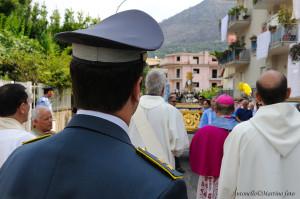 """Il busto argenteo attraversa e benedice il quartiere """"Cescole"""" - foto Martino A."""