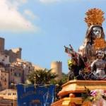 Il busto argenteo in processione per le vie della Città - foto Ialongo C.
