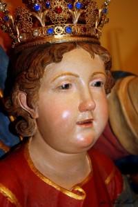 Particolare dell'antica statua in legno custodita nella chieda dell'Annunziata - foto Meroli N.